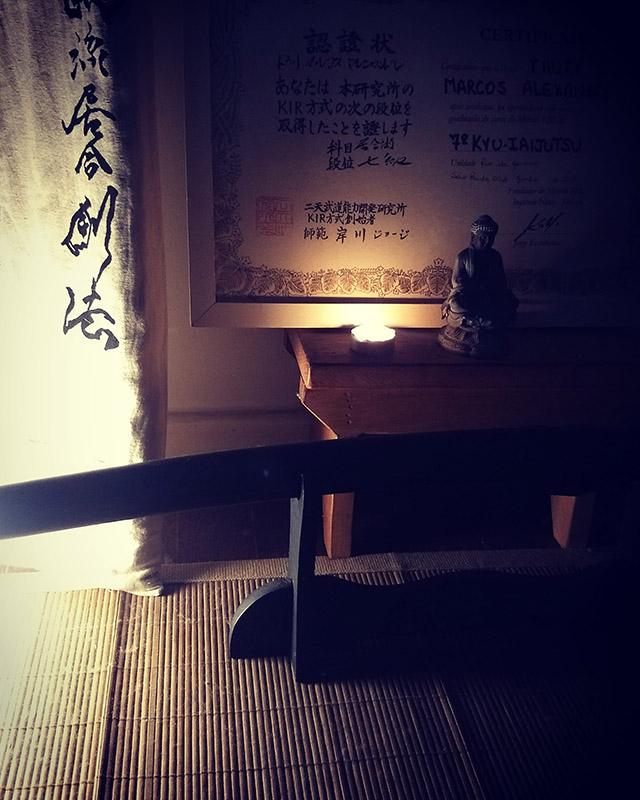 Altar com espada feito pelo aluno Thury